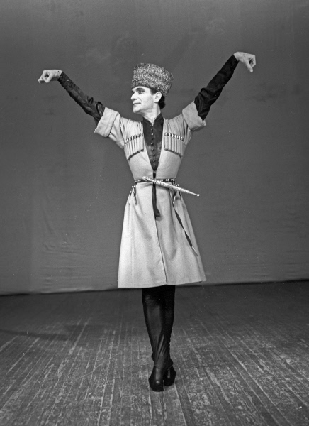 chechen dancer makhmud esambayev essay 2000 was a century leap year starting on saturday in the gregorian calendar strictly speaking  january 7 – makhmud esambayev, chechen dancer (b 1924).